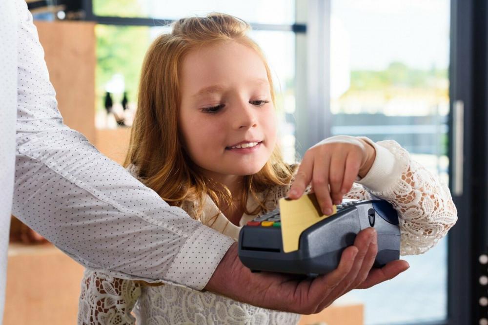 Балалар банк картасы: қалай дұрыс пайдаланамыз?