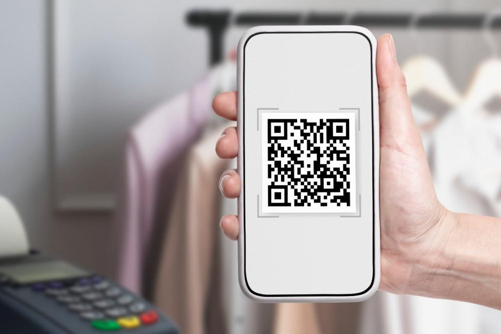 «Черно-белые квадратики»: что надо знать об оплате по QR-коду?